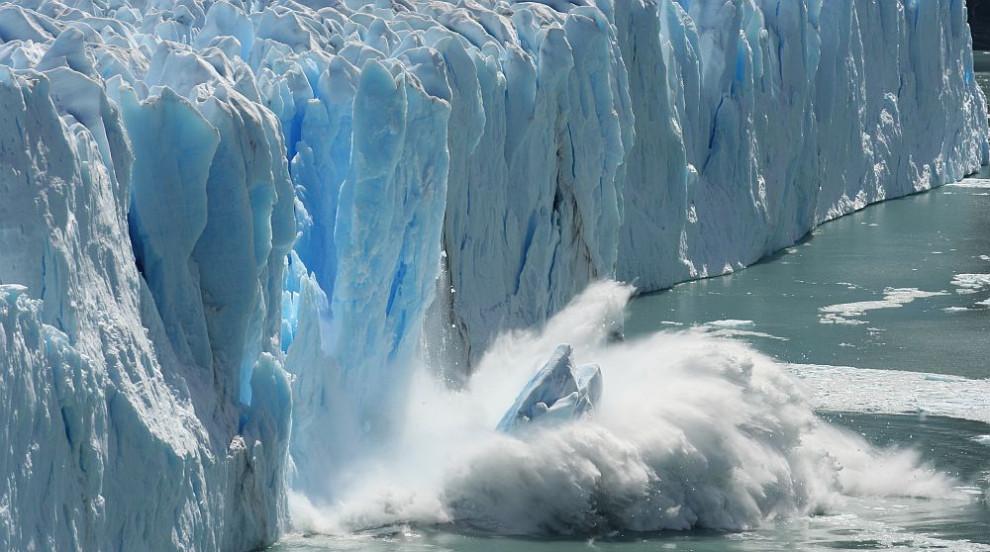Гигантски айсберг се откъсна от Антарктида (ВИДЕО)