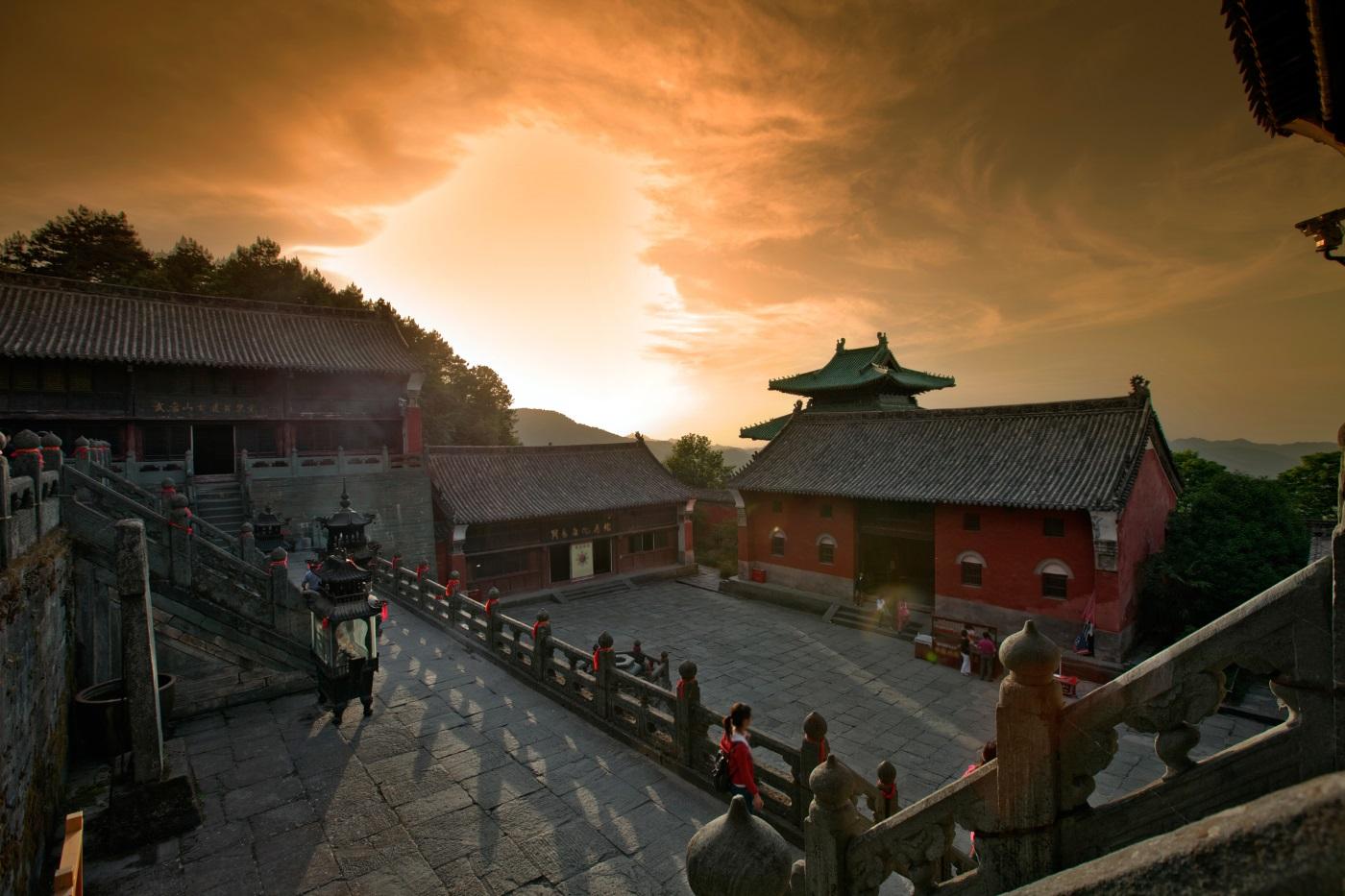 Комплексът от древни постройки в планината Вуданг – храмовете, дворците и манастирите, разположени по склоновете на планината Вуданг, съдържат 1000-годишно китайско изкуство и архитектура.