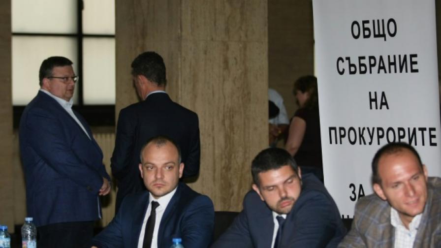 Избраха трима прокурори за членове на ВСС