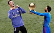 Роналдо се забавлява с Меси в социалните медии