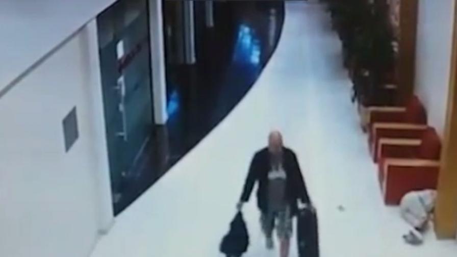 Шведският турист си продължава по пътя, след като е изритал камериерката в главата