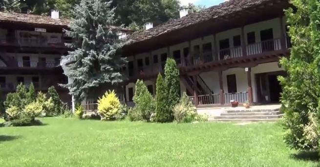 Службите в Троянския манастир