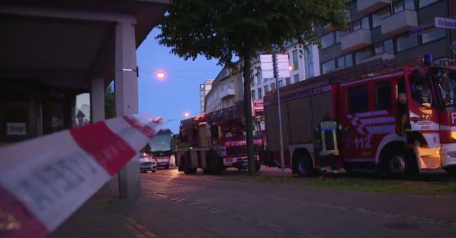 Най-малко 37 души бяха ранени при пожар в център за