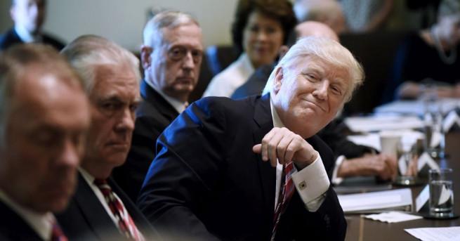 Американският президент Доналд Тръмп председателства вчера първото заседание на кабинета