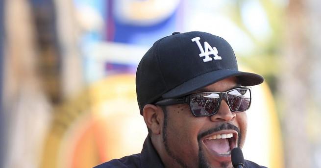 Снимка: Още една звезда изгря на Холивудската алея на славата