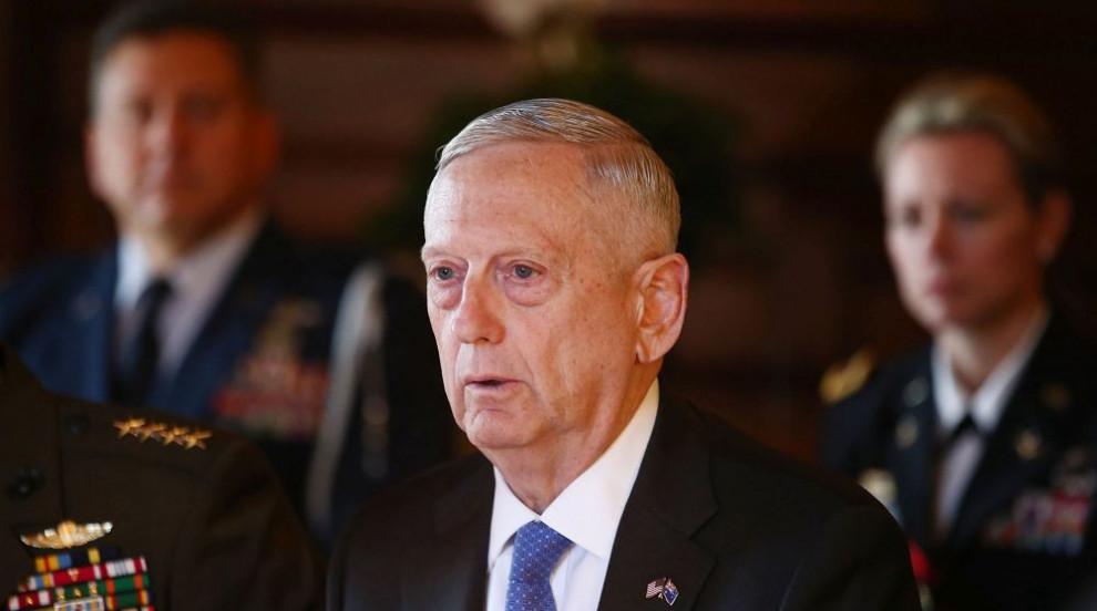 Министърът на отбраната на САЩ защити разполагането на хиляди войници по...
