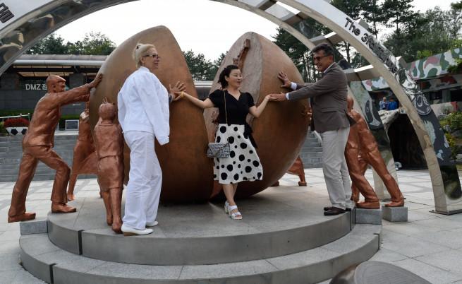 Камен Нам, съпругата му Лилия и сестра му Нам Сън-Ок