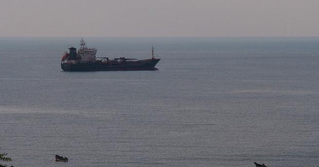 Сблъсък между танкер, превозващ 38 000 тона бензин, и товарен