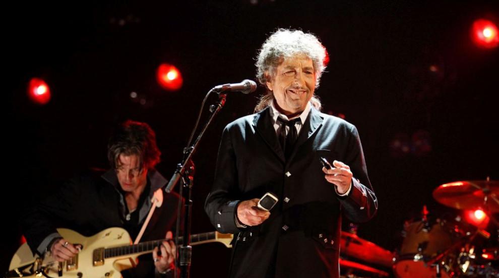 Продадоха китара на Боб Дилън за 187 000 долара