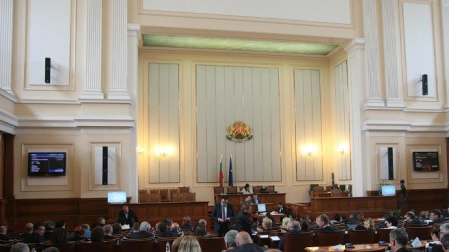 Нинова: Разумът победи над чужди интереси. ВМРО: Победа!
