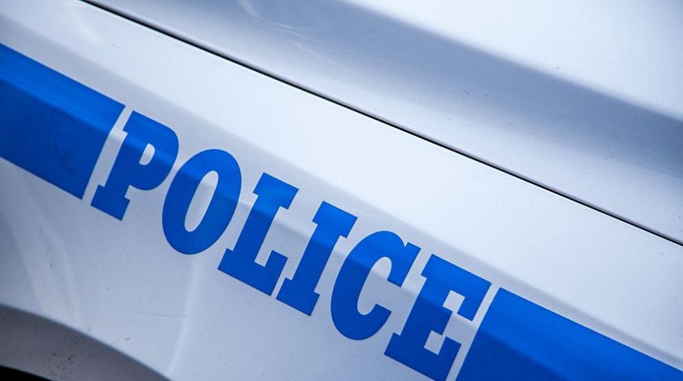 Мъж с нож нападна военен в Париж (СНИМКИ)