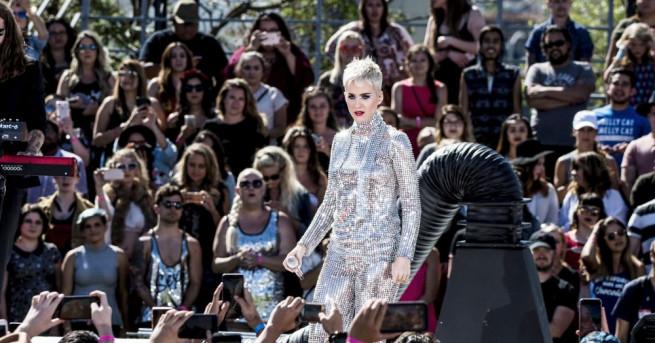 Певицата Кейти Пери стана първата знаменитост със 100 милиона последователи