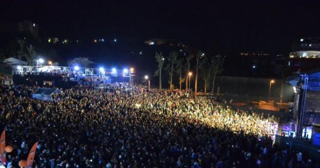 Над 30 000 души пяха и танцуваха по време на