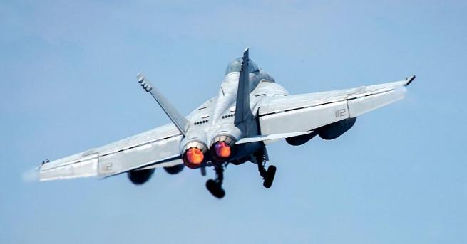 Снимка: САЩ свалиха сирийски самолет, Русия ги обвини в агресия