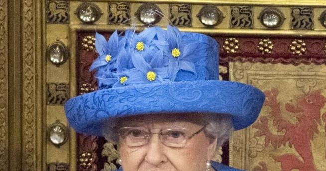 Съвпадение или скрито послание? Британската кралица Елизабет II възбуди социалните