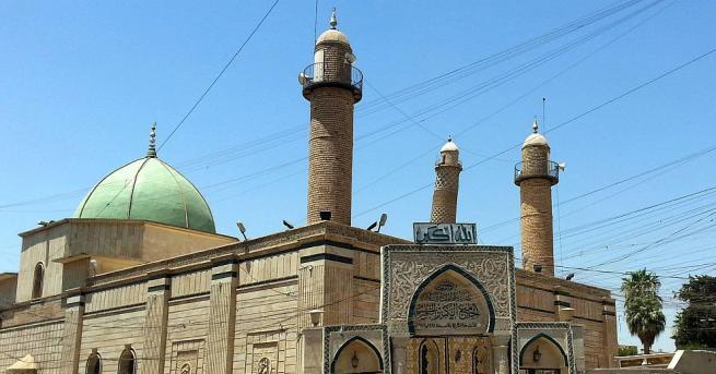 """Емблематичната джамия """"Ан Нури"""" в Мосул, която беше разрушена почти"""