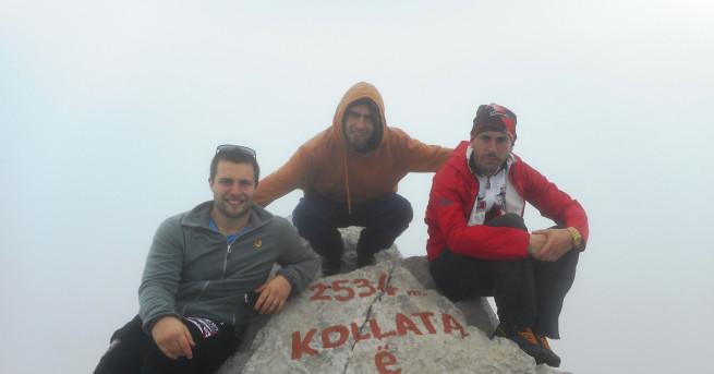 Група българи изкачи най-високия връх на Черна гора, съобщи един