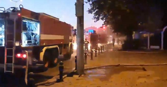 Снимка: Голям пожар изпепели бивш ресторант в центъра на Пловдив