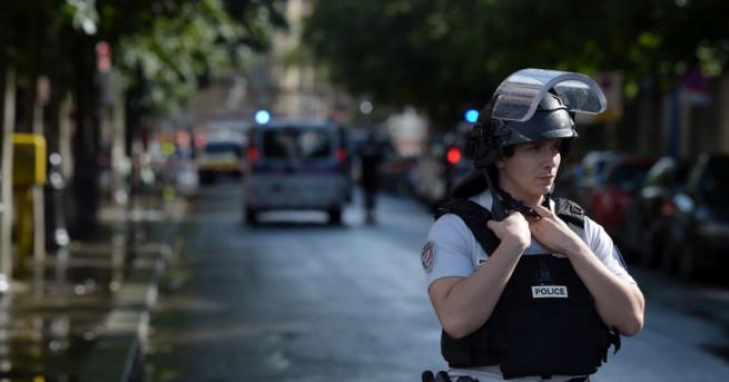 За известната централа на парижката криминална полиция, на известния адрес