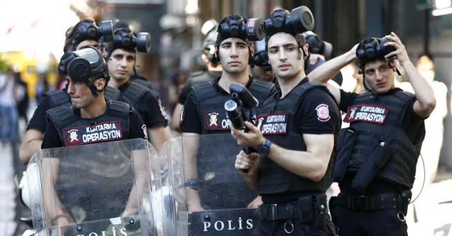 Турската полиция изстреля гумени куршуми, за да попречи на активистите