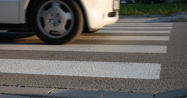 Млад шофьор блъсна 6-годишно момче на пешеходна пътека. Катастрофата е