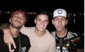 Неймар купонясва с познати дружки в Сао Пауло