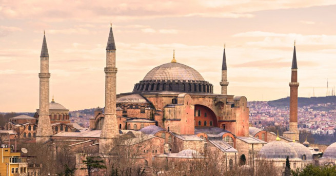 Първо християнска черква, после джамия, а от Ататюрк насам -