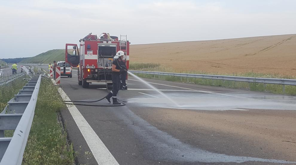 Камион разсипа 23 тона зехтин на магистралата