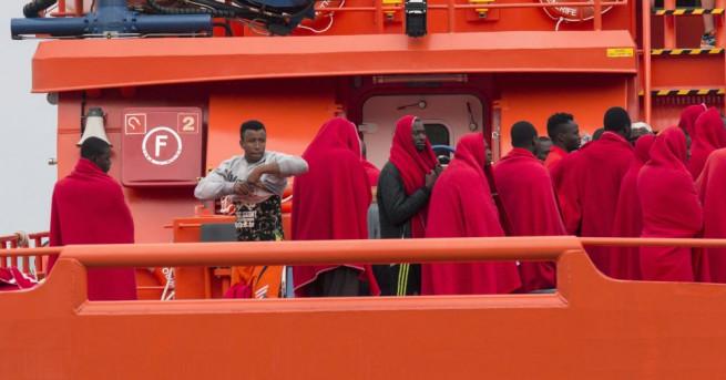 Италианското правителство се закани да затвори пристанищата на страната за