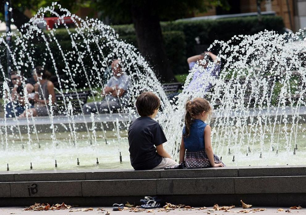 Резултат с изображение за деца и жега