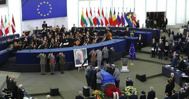 Европейският съюз отдаде по безпрецедентен и емоционален начин почит на
