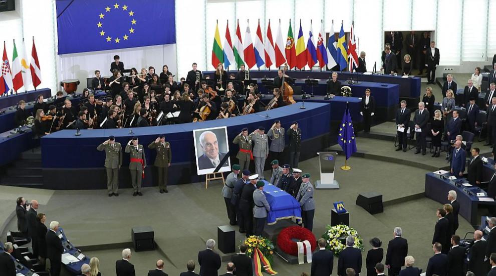 Европа отдаде почит на Хелмут Кол (СНИМКИ)