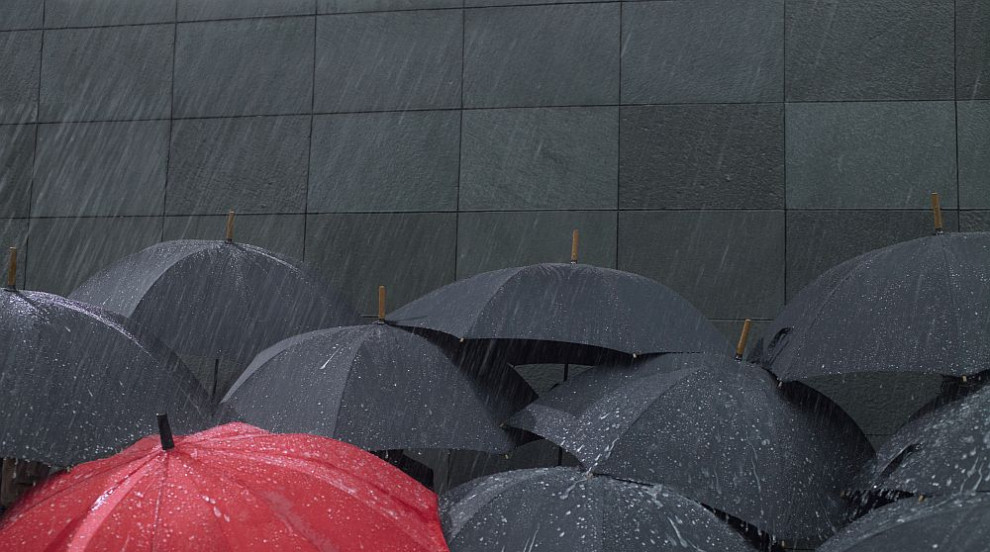 Предупреждават за валежи и вятър в страната