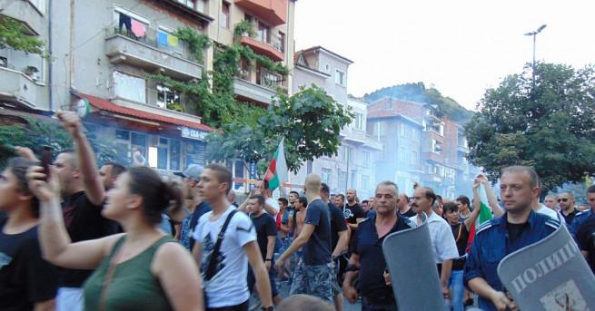 След близо две седмици прекъсване, жителите на Асеновград възобновиха протестите