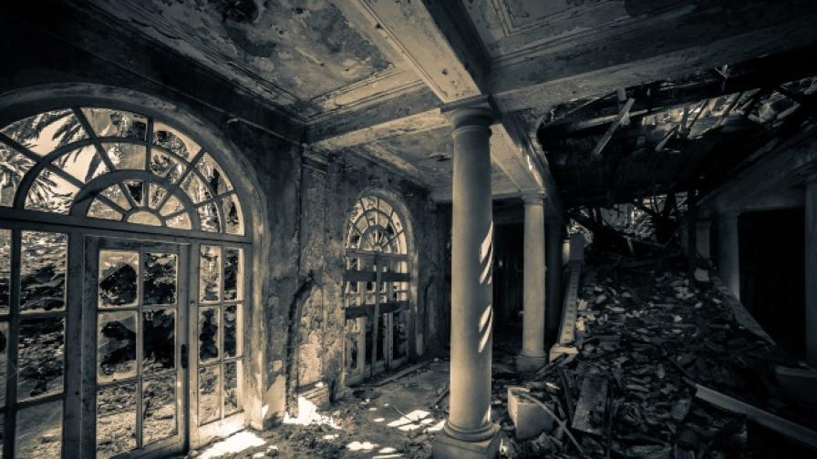 Изоставени имения, от които ще ви побият тръпки (снимки)