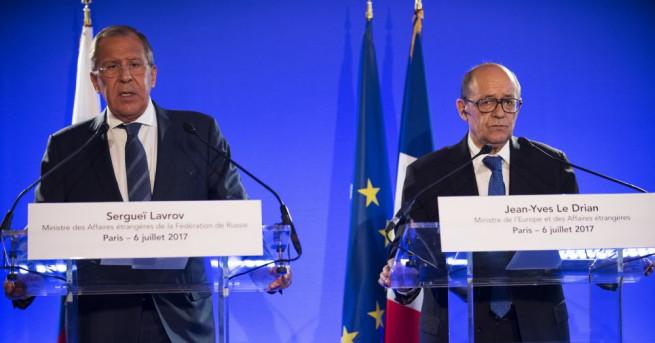 Външните министри на Русия и Франция Сергей Лавров и Жан-Ив