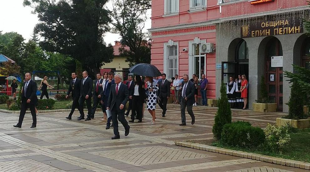 Президентът и съпругата му се срещнаха с наследниците на Елин Пелин (ВИДЕО)
