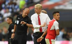 Арсенал прати Алексис да тренира с децата