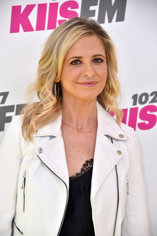 """Сара Мишел Гелар<br /> Пикът в кариерата на Сара бе между1997 до 2003 г., когато изпълнява главната роля в сериала """"Бъфи, убийцата на вампири"""", направен по филма със същото заглавие.Снима се и в редица филми, сред които """"Знам какво направи миналото лято"""", """"Писък 2"""", """"Секс игри"""", """"Скуби Ду"""" и """"Скуби Ду 2""""."""