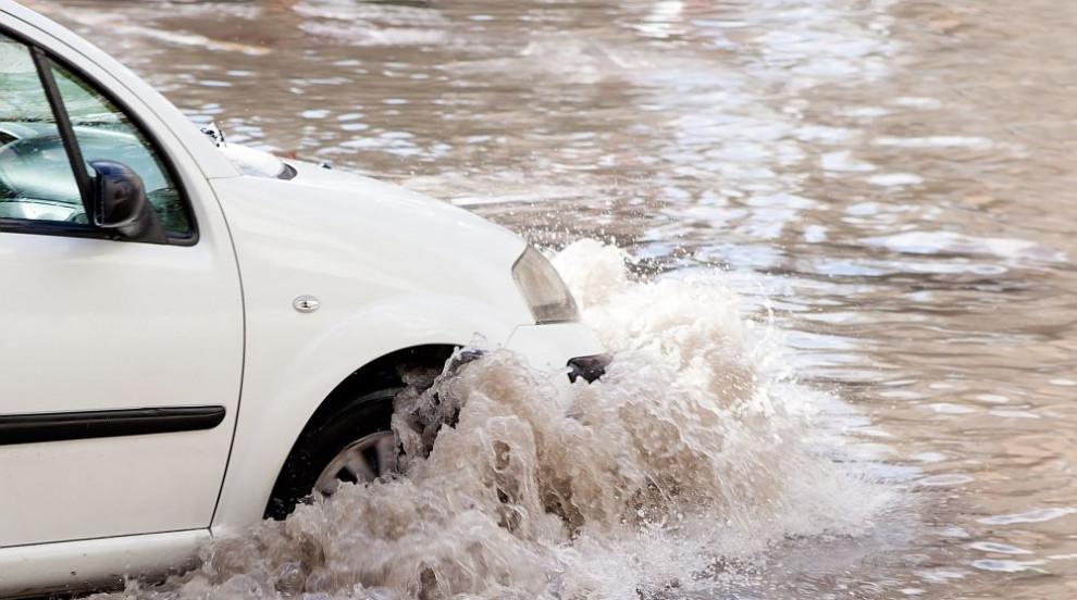 След Гърция порои наводниха и Истанбул (СНИМКИ/ВИДЕО)