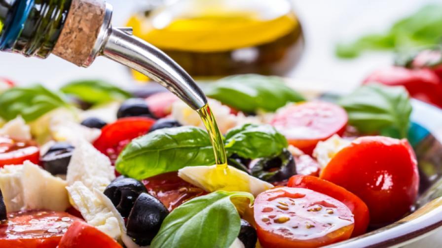 Учени: Слагайте повече олио в салатата. Ето защо