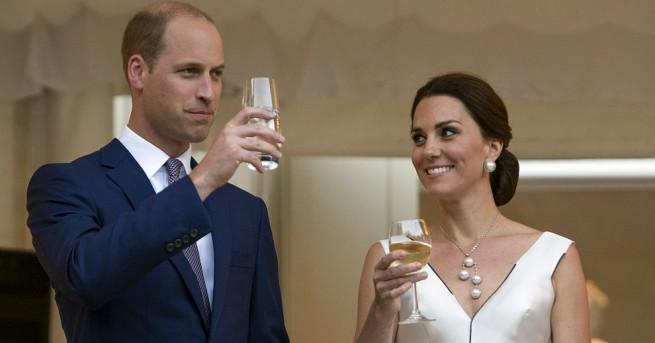 Британският принц Уилям, съпругата му Кейт и децата им Джордж