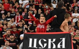 Феновете на ЦСКА подкрепят С деца на мач