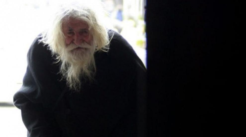 Дядо Добри навърши 103 години, радва се на правнуче