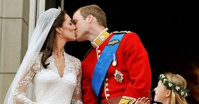 Принц Уилям и херцогиня Кейт пристигнаха на първото си посещение
