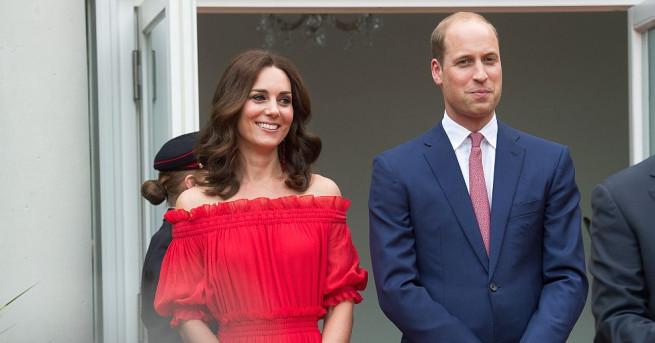 Откакто започна кралското посещение на принц Уилям, херцогиня Катрин и