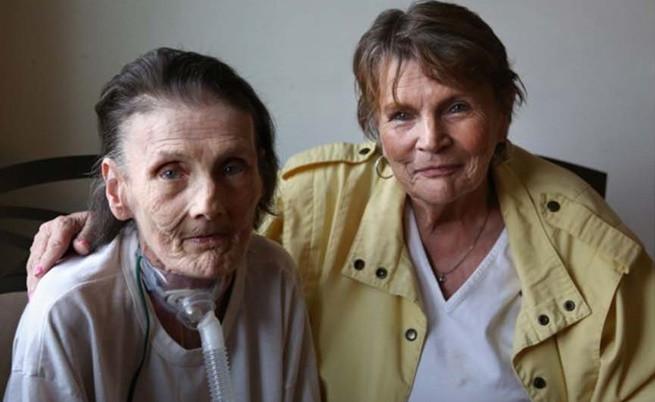 Сю Елън и Рей Анн се събират след толкова години в родния си дом, 2013 г.