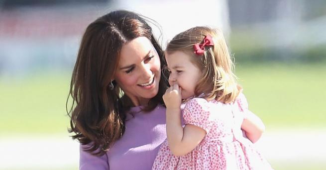 Малката принцеса Шарлот тръгва по танцовите стъпки на своята баба