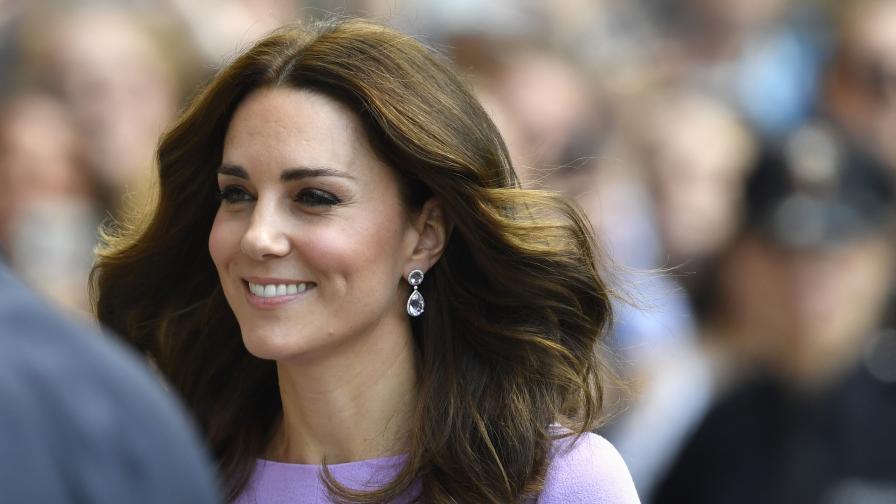 """10 пъти, в които Кейт Мидълтън напълно """"разби"""" кралския протокол"""