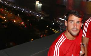Испанец от Байерн с тежка травма след погрома от Милан
